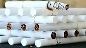 В Брянске продажу сигарет развернули под боком у школы