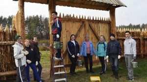 В «Брянском лесу» волонтёры привели в порядок кордон и навестили зубров