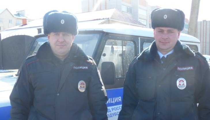 Брянские полицейские выручили из беды семью курских футболистов