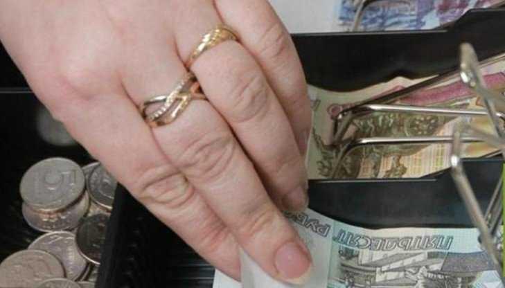 В Брянске продавщица цветочного киоска отдала мошеннице 10000 рублей