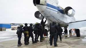 Брянский аэропорт стал полем боя с террористами
