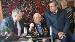 Владимир Попков поздравил легендарного брянского разведчика с днём рождения