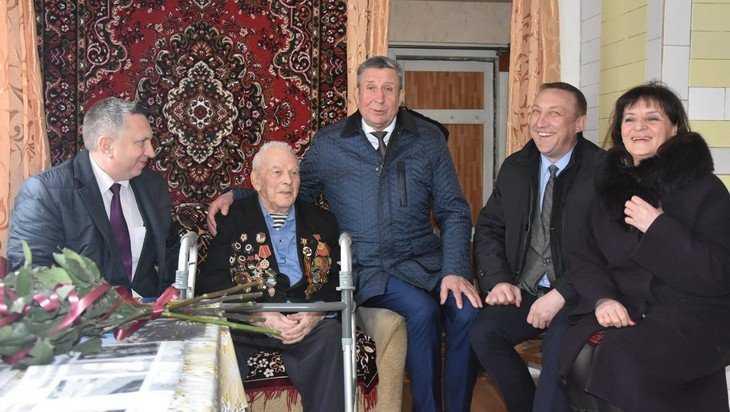 В Брянске с 96-летием поздравили легендарного разведчика Панасенко