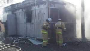 В Брянске во время пожара в строительном вагончике погиб мужчина