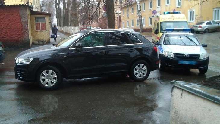 В Брянске водителя «Ауди» оштрафовали за перекрытие проезда скорой