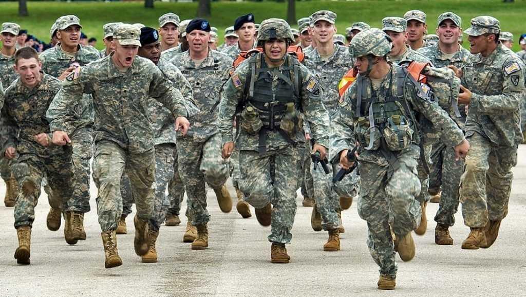 Эксперт о помочившихся на памятник солдатах из США: Пометили территорию?