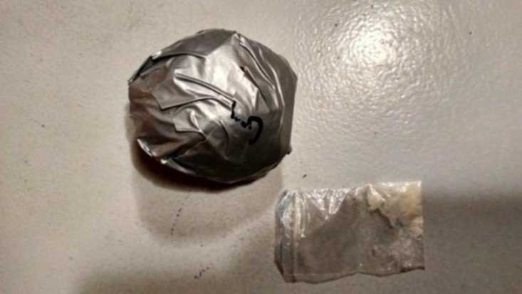 В Брянске двоих парней задержали с 30 дозами гашиша