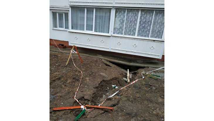 Под многоэтажкой в Брянске просел грунт