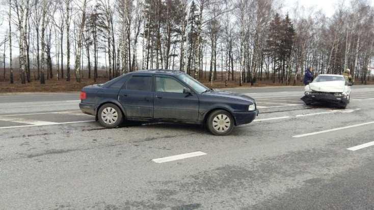 В Брянском районе столкнулись два автомобиля – пострадали водители