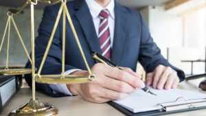 Клинцовский адвокат за мошенничество отделался условным наказанием