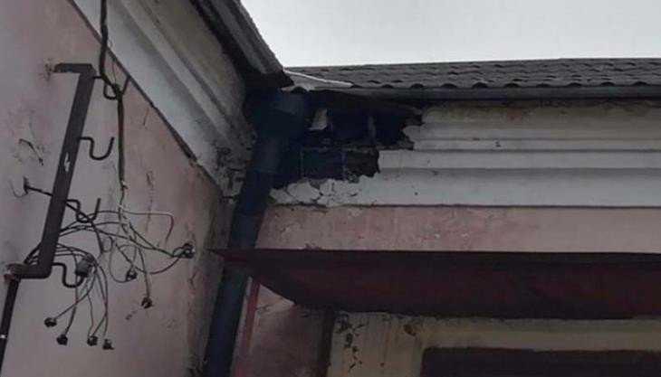 В Брянске на Ново-Советской улице обрушилась часть стены дома