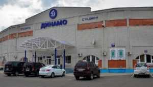 Власти Брянска запретили парковку автомобилей возле стадиона «Динамо»