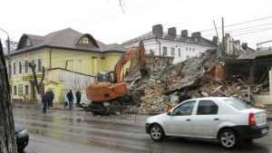 В Клинцах снесли аварийное здание бывшего Дома быта