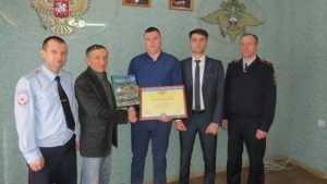 Брянского таксиста наградили за спасение воронежского школьника