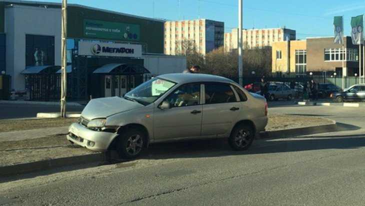 В Брянске возле университета столкнулись две легковушки