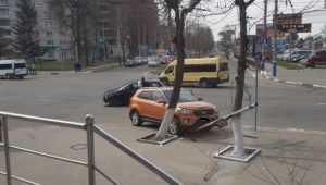 В Брянске легковушка снесла столб возле «БУМ-сити»