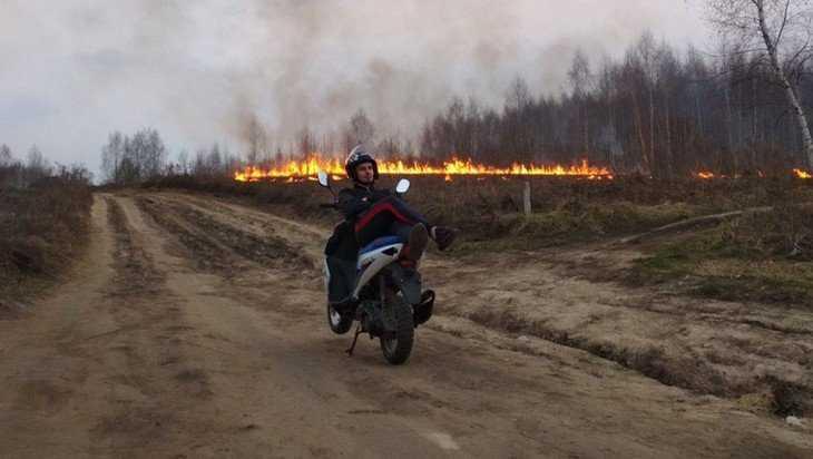 Охваченное огнем поле брянцы использовали для фотосъемок