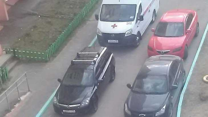 В Брянске водитель легковушки перекрыл дорогу скорой помощи