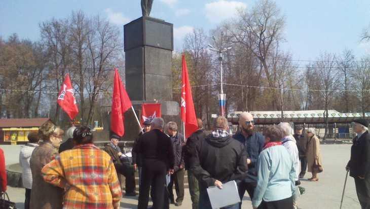 Несколько десятков жителей Брянска отпраздновали день рождения Ленина