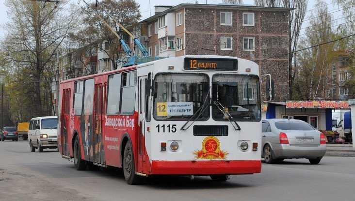 В брянском троллейбусе № 12 разбился 80-летний пенсионер