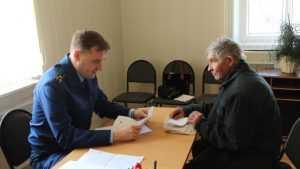 Заместителя прокурора попросили о помощи педагоги из Мглина
