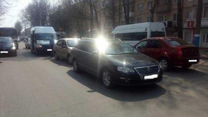 В Брянске в тройном ДТП пострадала молодая пассажирка маршрутки