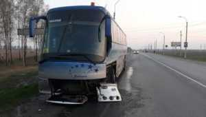 В Брянской области попавший в ДТП автобус вёз 37 школьников