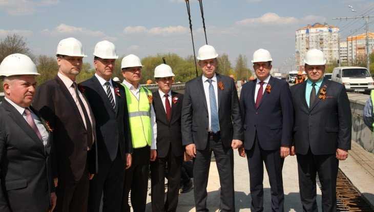 В Брянске строители Первомайского моста уложили все 72 балки