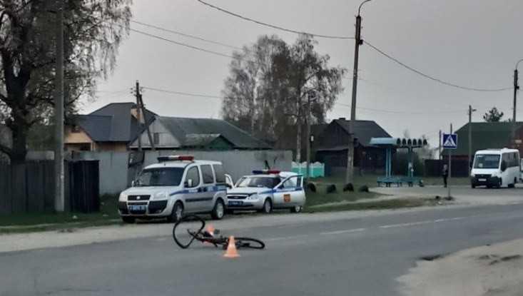 В Брянске под легковушку попал ребёнок-велосипедист