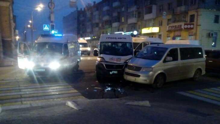 В Брянске на проспекте Ленина столкнулись два микроавтобуса