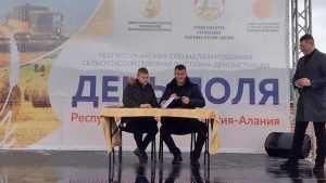 «Брянсксельмаш» реализовал девятый комбайн на Дне поля Северной Осетии