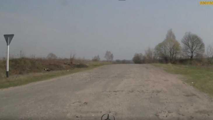 Жительница Почепа пожаловалась прокурору на разбитую дорогу