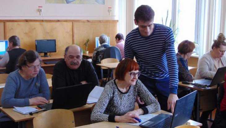 Жуковским пенсионерам преподали уроки компьютерной грамотности