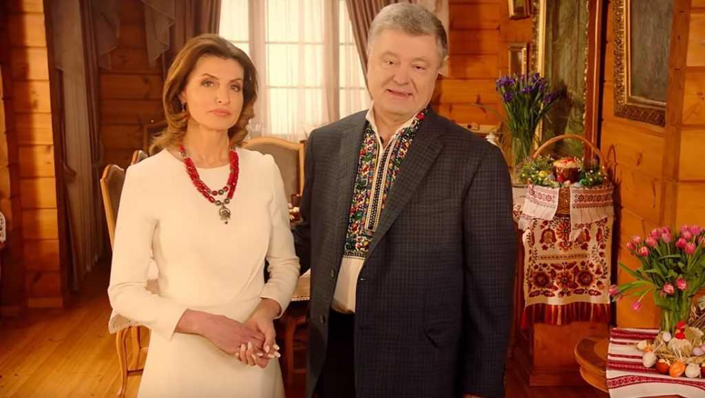 Порошенко в вышиванке поздравил украинцев с Пасхой