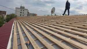 В Брянске при ремонте крыши дома проворовался подрядчик