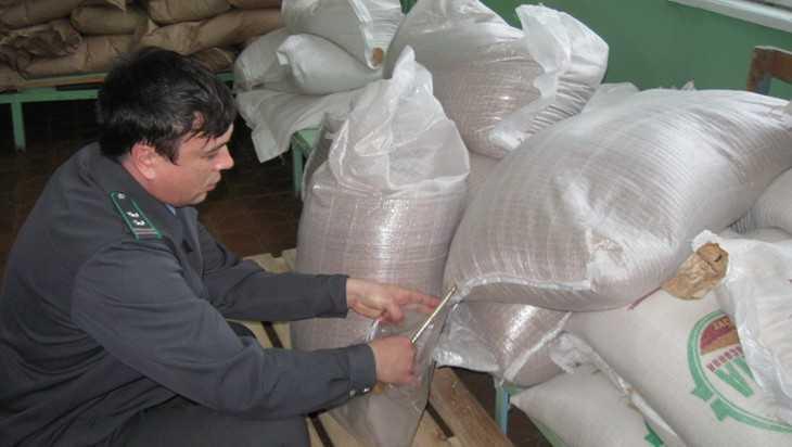 На Брянщине выявили около 1,5 тонны опасной крупы
