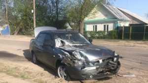 В Почепе Lada сбила на обочине 23-летнего парня с годовалой девочкой