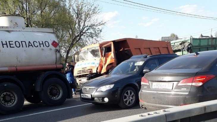 В Супоневе под Брянском КамАЗ врезался в бензовоз