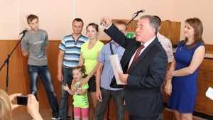 Брянский депутат в знак протеста со скандалом сложил свои полномочия