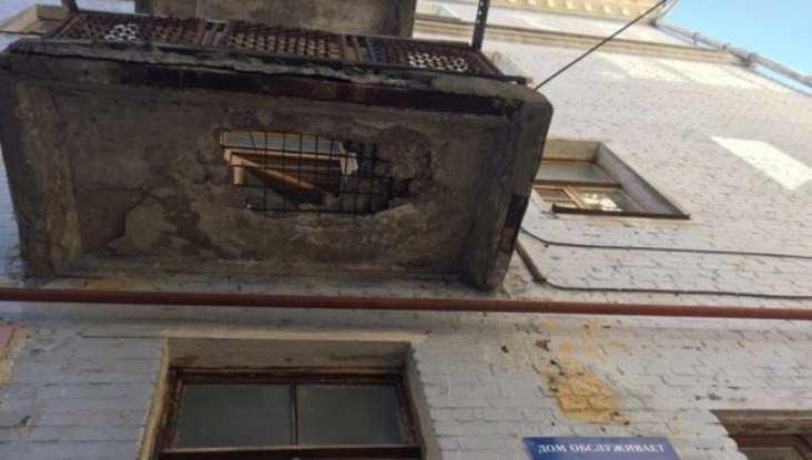 В Брянске в разрушении балкона многоэтажки обвинили голубей