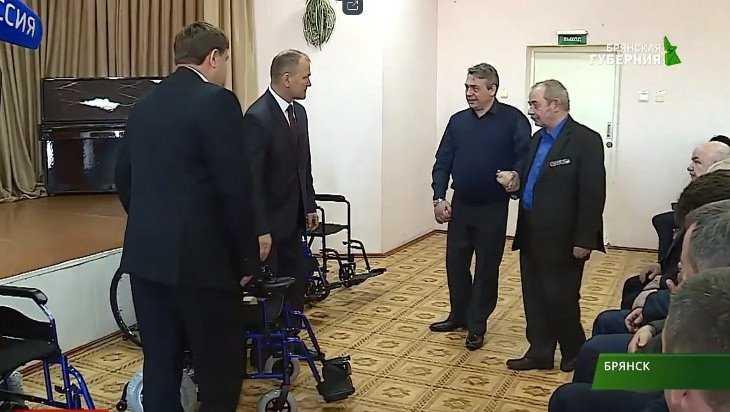 Брянским ветеранам боевых действий передали 17 новых инвалидных колясок