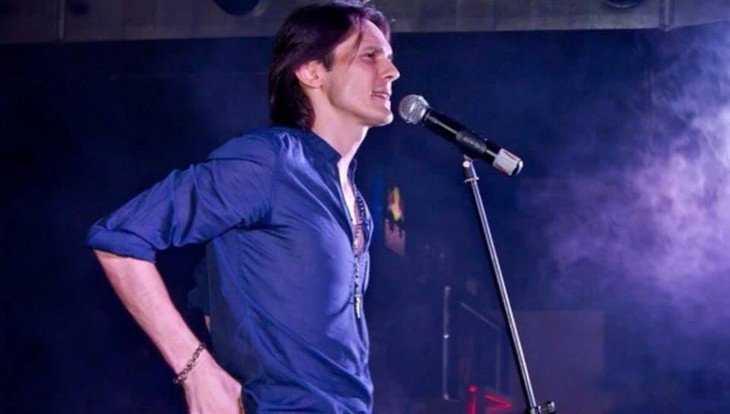 В Стародубе на День Победы выступит известный певец Влад Сташевский