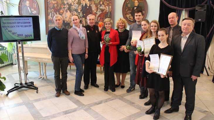 Победители фестиваля в Овстуге получили по хрустальному яблоку