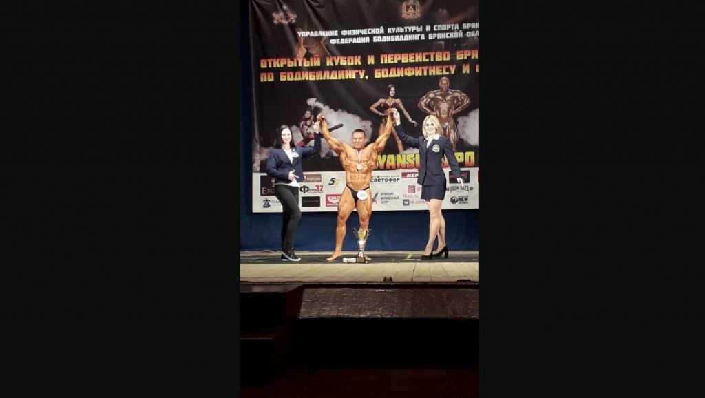 В Брянске обнаженные мужчины и женщины вышли на сцену ДК БМЗ