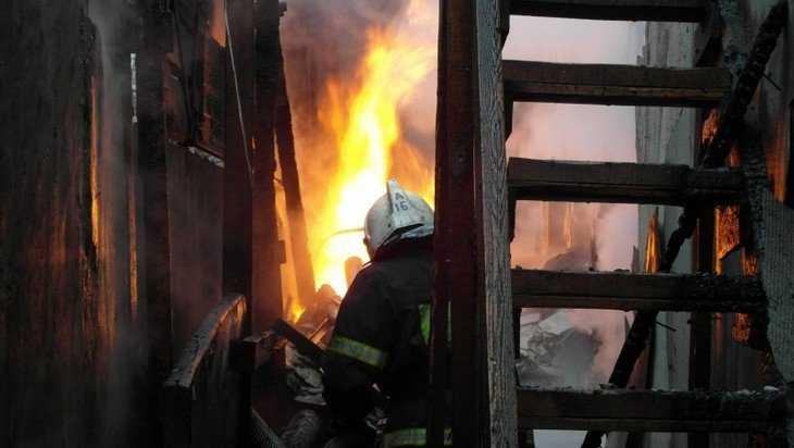 В Жирятинском районе спасатели потушили загоревшуюся крышу дома