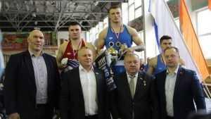 В Брянске генерал Шаманов наградил победителей турнира боксеров