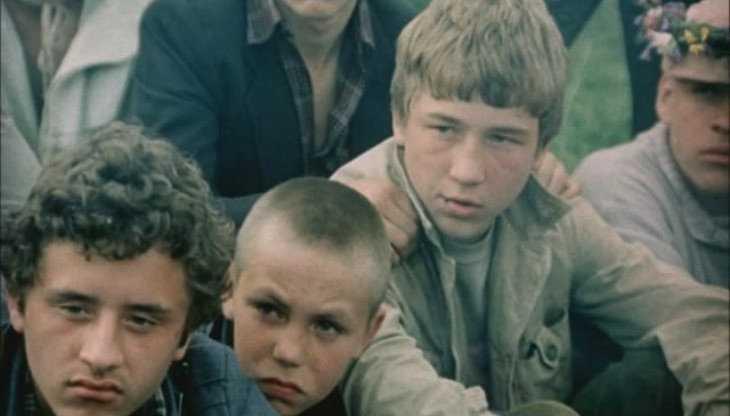 В Жуковке троих подростков задержали за кражу труб с зернокомбината