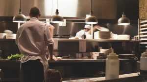 Новые правила облегчат жизнь ресторанам, но не сильно