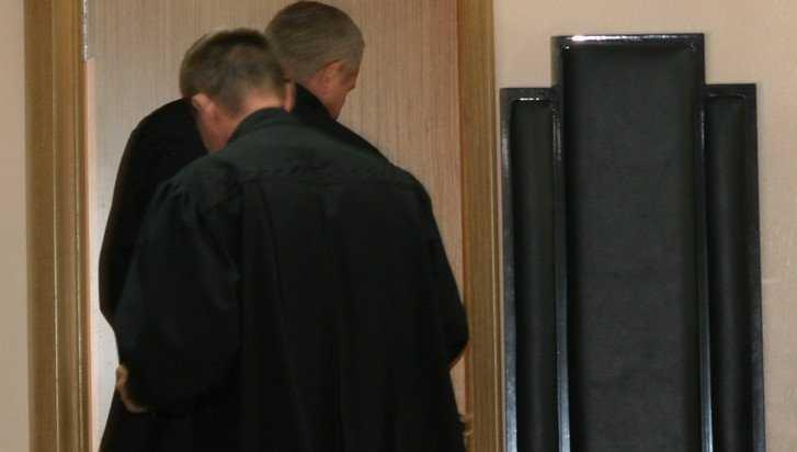 В Брянске приговорённый к 54 месяцам колонии чиновник заплакал на суде