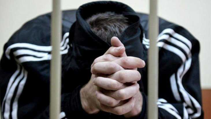 В Клинцах пошел под суд участник «полицейской» банды вымогателей